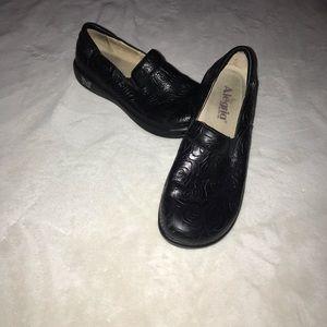 Slip on women's platform shoes
